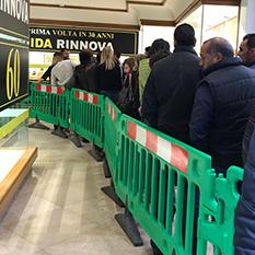 Clienti in fila per la liquidazione